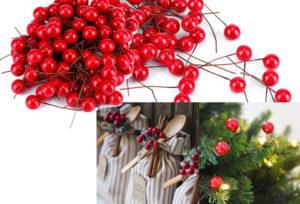 クリスマスツリーに飾るセイヨウヒイラギの実の模造品